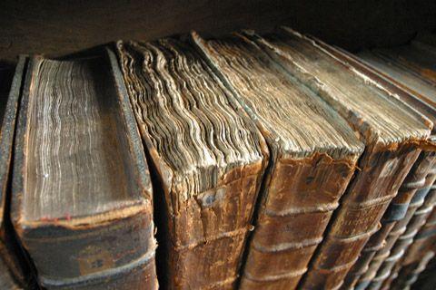 Hi-RES -Old_book_bindings
